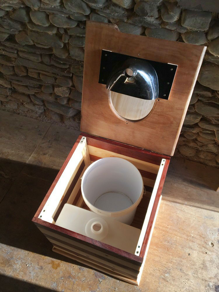 Compost toilet with urine separator